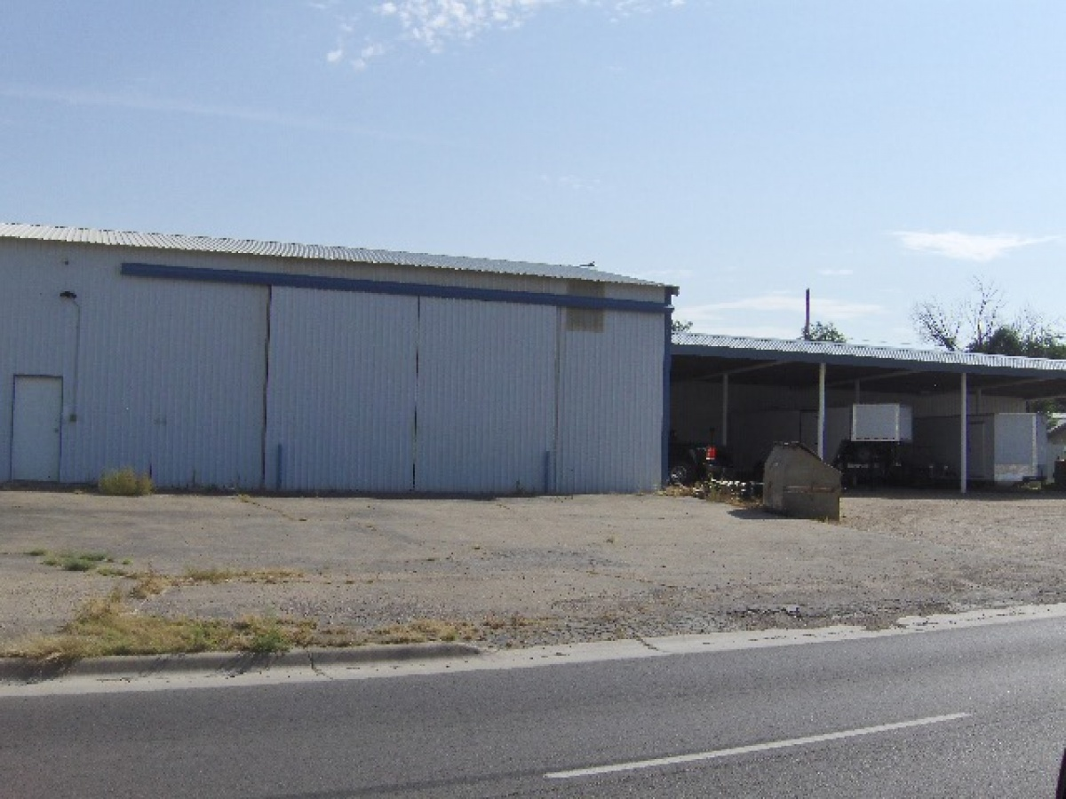 North HWY 87, Great Place for a Business!! Large Shop with covered Equ