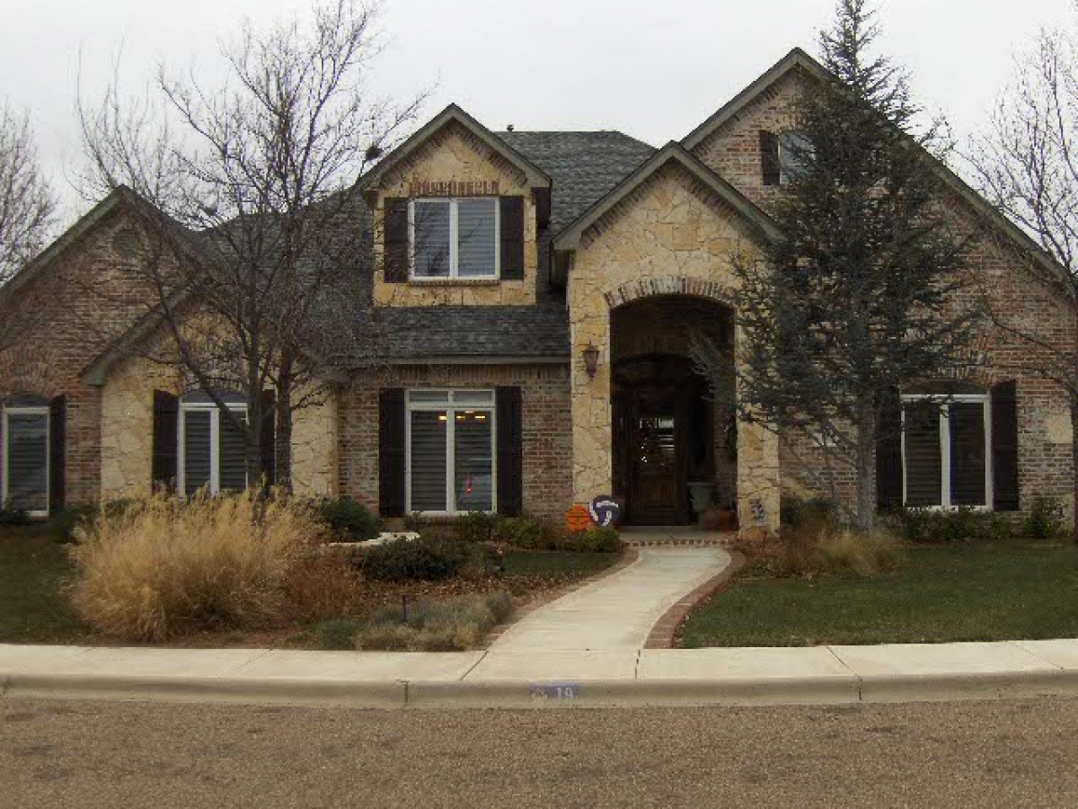 Beautiful Custom Home with High End Upgrades and Canyon View!!