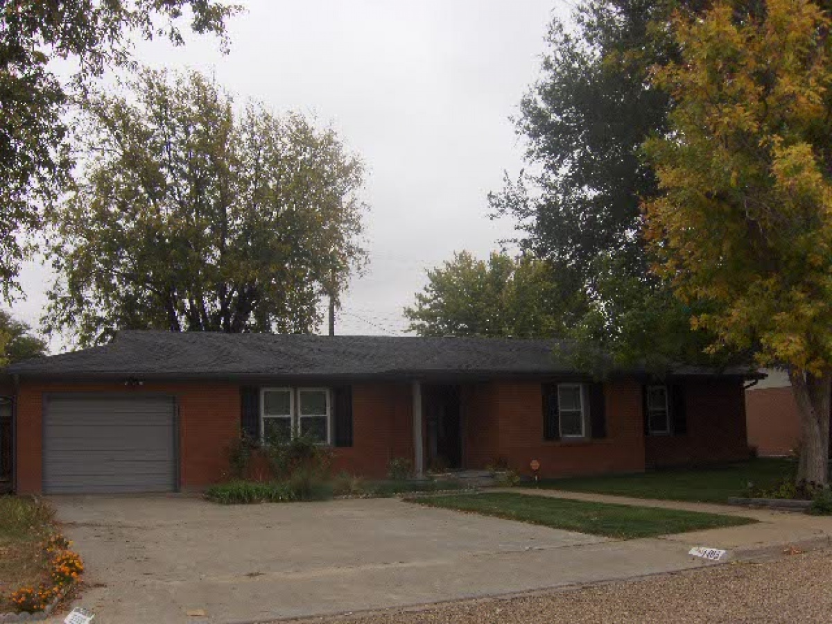 1405 Oak Avenue,Dalhart,Hartley,Texas,United States 79022,3 Bedrooms Bedrooms,1.75 BathroomsBathrooms,Single Family Home,Oak Avenue,1005