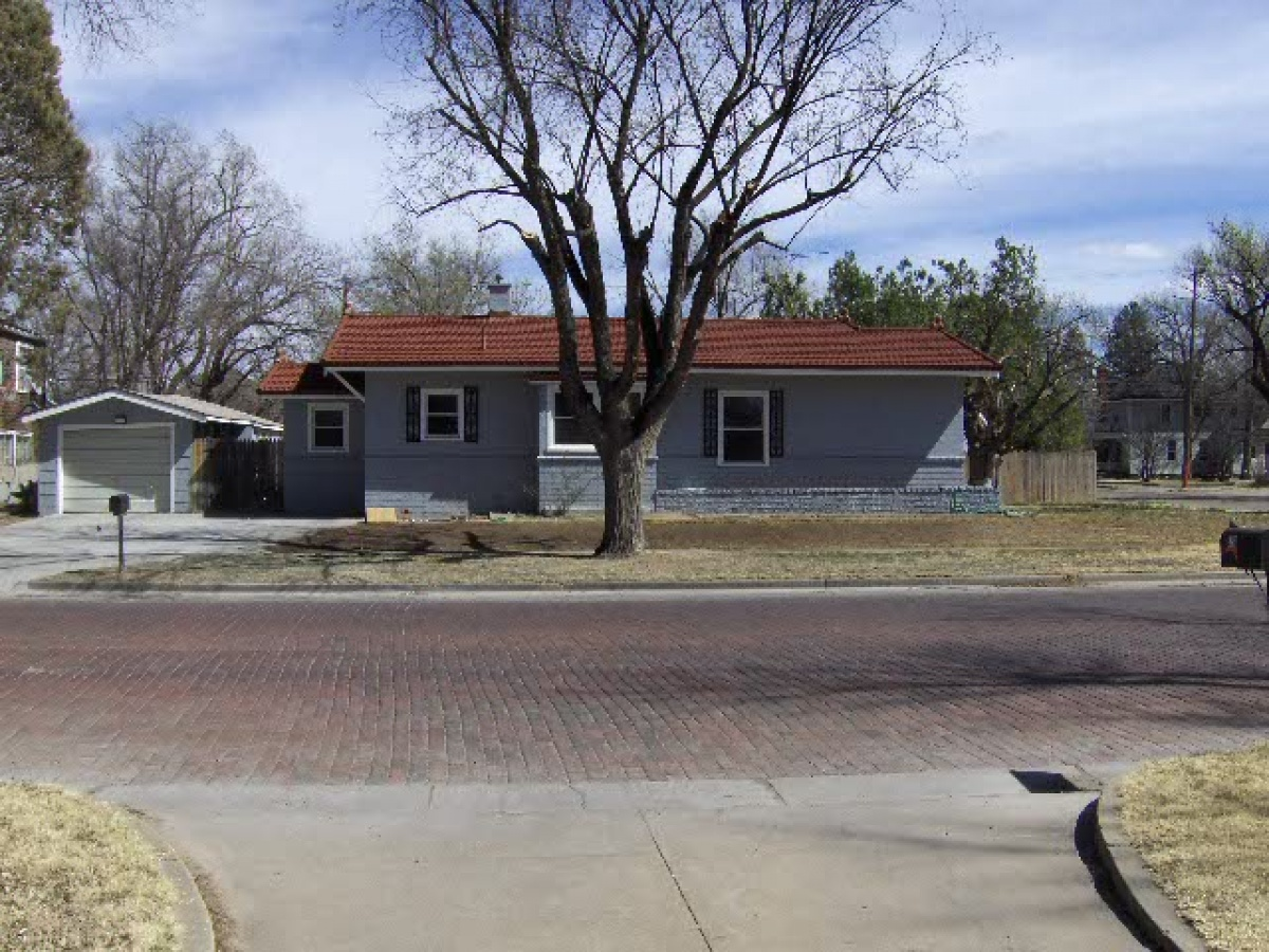 Great 2 Bedroom and LOTS of Possibilities for growth!!