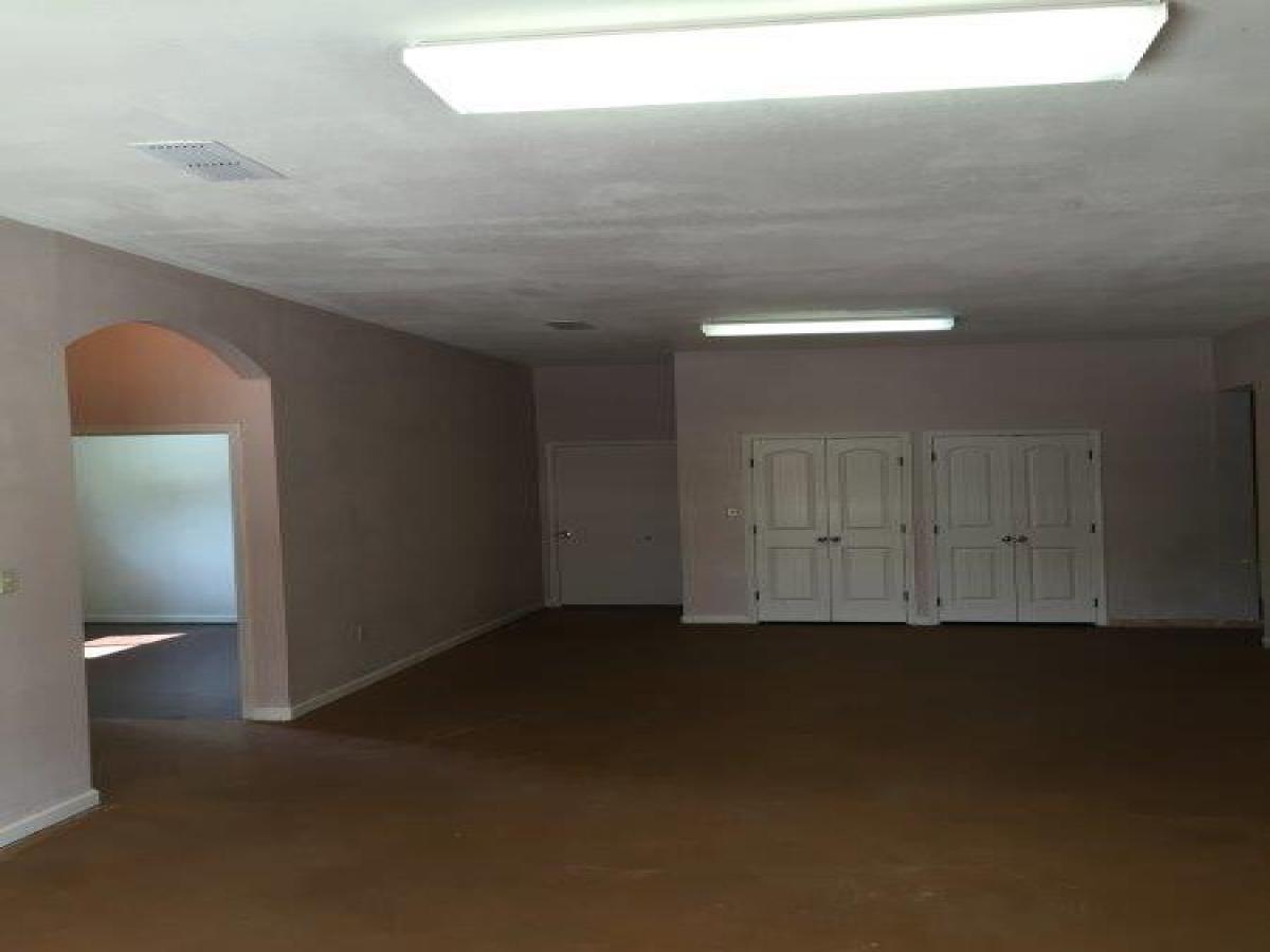 521 Ash Avenue,Dalhart,Dallam,Texas,United States 79022,6 Bedrooms Bedrooms,2 BathroomsBathrooms,Apartment,Ash Avenue,1071