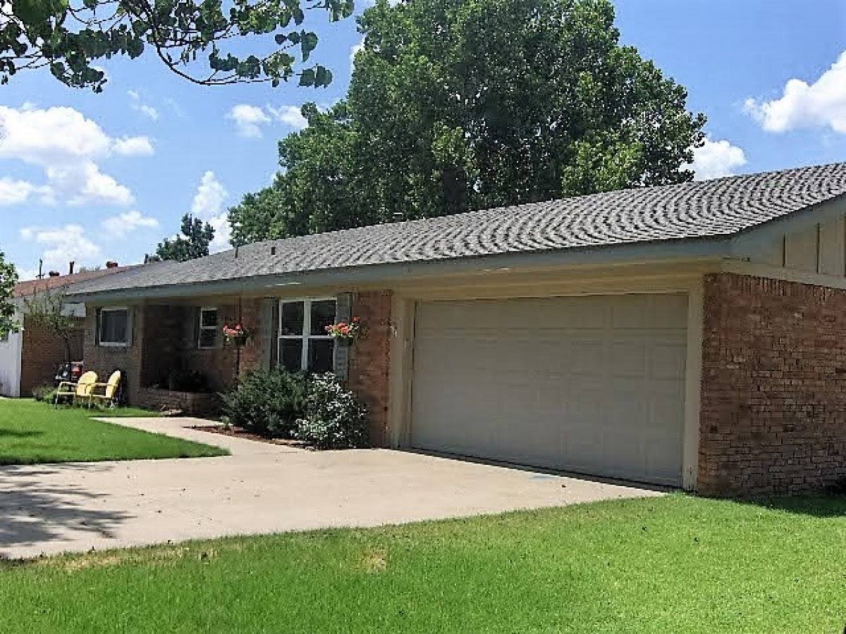 1302 Elm Avenue,Dalhart,Hartley,Texas,United States 79022,3 Bedrooms Bedrooms,2 BathroomsBathrooms,Single Family Home,Elm Avenue,1084