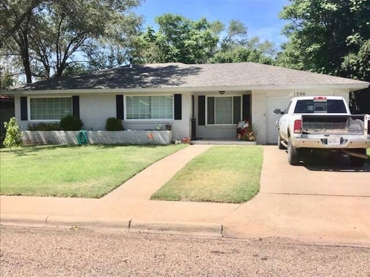 AFFORDABLE 3 BEDROOM 1 1/2 BATH HOME, IN A GREAT NEIGHBORHOOD!!