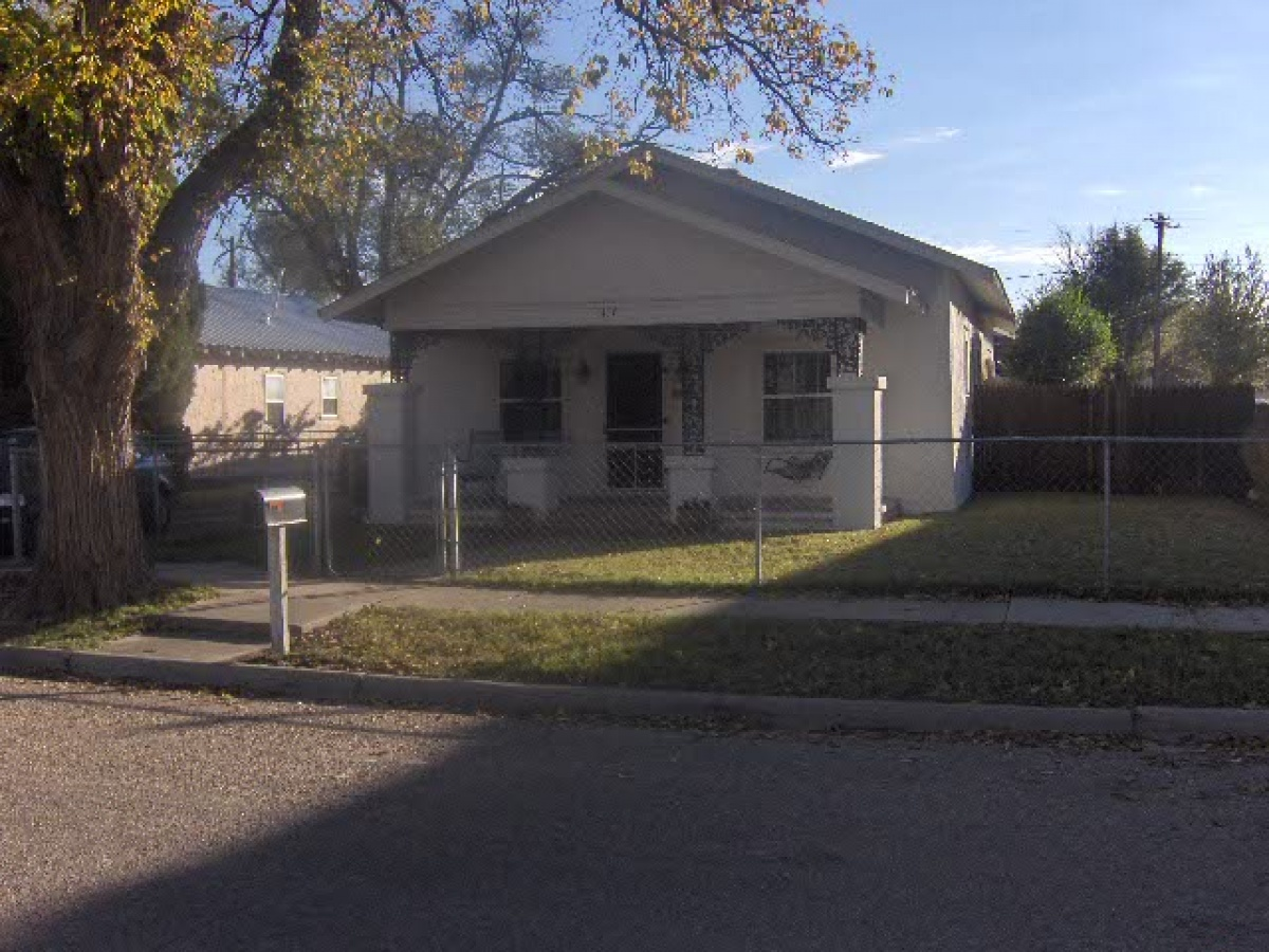 Great 2 Bedroom Home with a Separate  Mother-in-laws quarters.