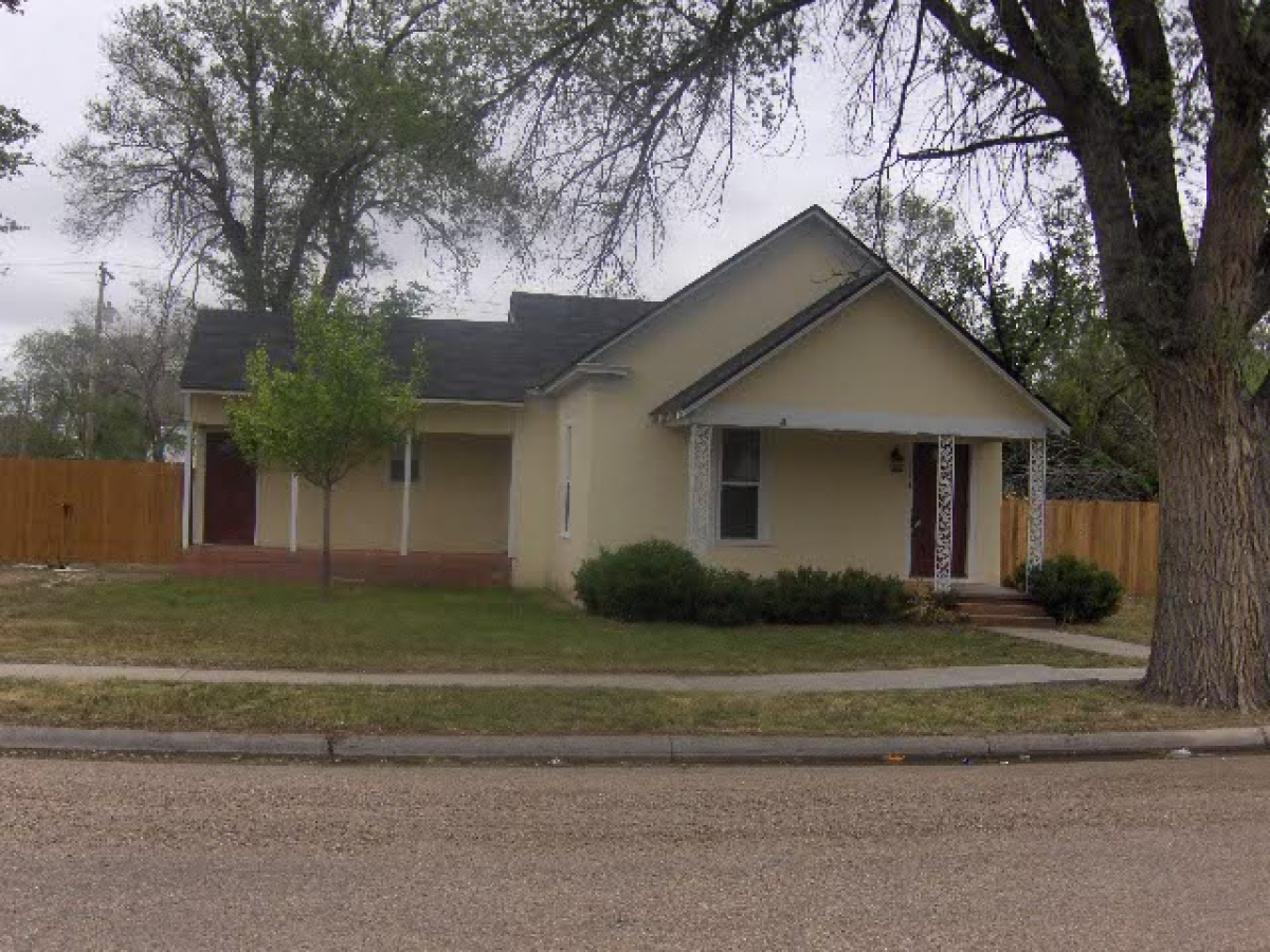 Cute Starter Home 3 Bed, 1-3/4 bath!!! Price Reduced