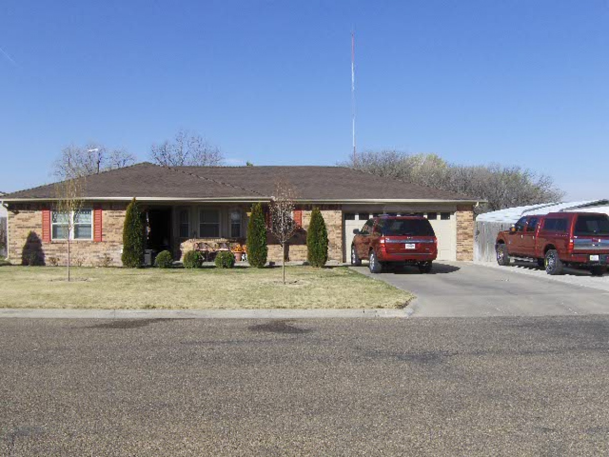 GREAT 4 Bedroom in Pueblo Place!!